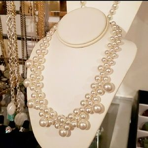Jewelry - Costume Pearl necklace